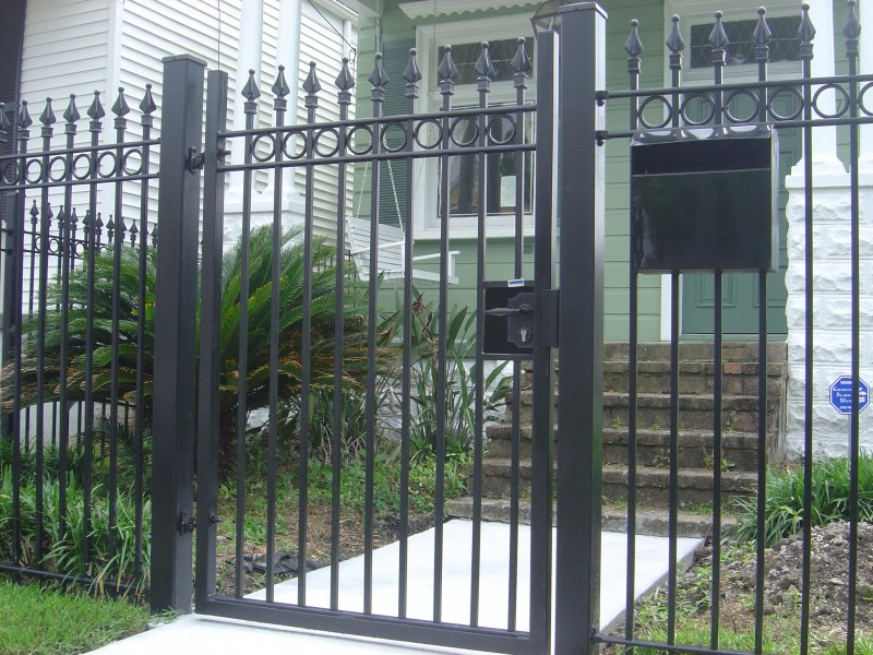 6' Plantation walk gate w circles & Locinox